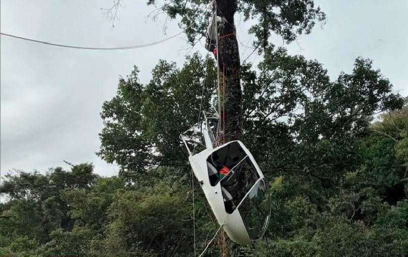 Tirolesa é usada para resgate de Helicóptero.